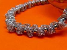 """Afbeelding van """"Fancy Net"""" ketting volledig in sterling zilver, gaas doorspekt met gepolijste ronde kralen"""