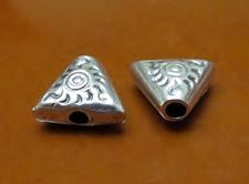Picture of 15x10 mm, cord end caps, 2 mm hole, flat triangle, silver-plated zamak, deco, 5 pieces