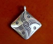 Picture of 21x21 mm, pendant, Hill Tribe fine silver, carved lozenge