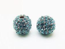 Image de 10x10 mm, rond, perles en alliage, plaquées rhodium, pavées de cristaux bleu turquoise, 2 pièces