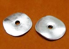 Picture of 21x23 mm, cornflake disk, Zamak beads, silver-plated