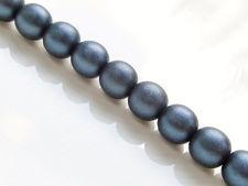 Afbeelding van 10x10 mm, rond, Tsjechische geperste glaskralen, zwart, ondoorzichtig, donkerblauw satijnen afwerking, voor-geregen, 20 kralen